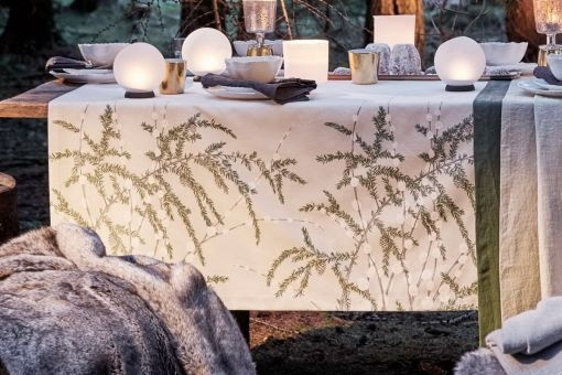 Tischläufer Cedar 50x150 cm, Druck Weidenkätzchen und Tannen auf Satin-Baumwolle