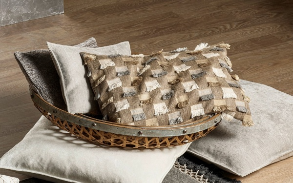 Kissenhülle Lunita, raffinierte Kissenhülle mit Franzenröckchen, Farbe taupe, Größe 27x43 cm