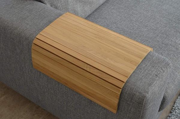 Armlehnen- und Hockertablett aus Holz