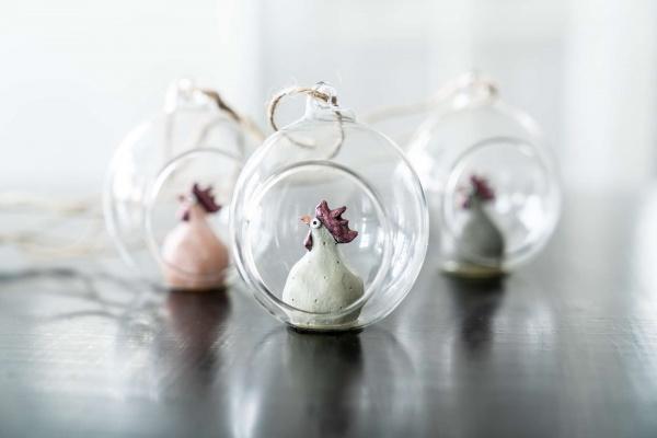 Huhn in Glaskugel zum Hängen 3er Set, Farbmix Pastell / Taupe, Größe 7,2 cm