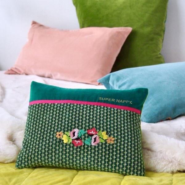 Kissen komplett Samt mit Stickerei und Spruch, Größe 25x30cm, verschiedene Farben / Muster